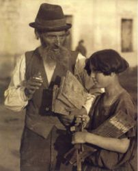 Jews in Poland; hotograph taken in Warsaw by Alter Kacyzne; copyright held by YIVO Institute for Jewish Research