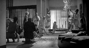 La Dolce Vita, Fellini, party, near end; movie still
