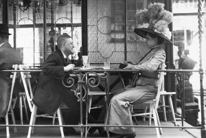 Gentleman (Karl Kraus?) and lady with feathered hat in Vienna, c. 1910. (Emily Mayer/Imagno/Austrian Archives/Getty Images).