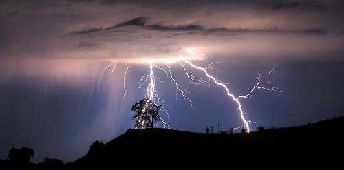 Lightning strikes above the Geysers area of northern Sonoma County, July 4, 2013 near Geyserville Calif. MANDATORY CREDIT: KENT PORTER/SANTA ROSA PRESS DEMOCRAT