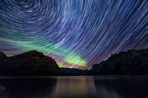 Startrail_green_aurora_arora