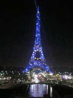 eiffel tower flashing at night, blue with white lights
