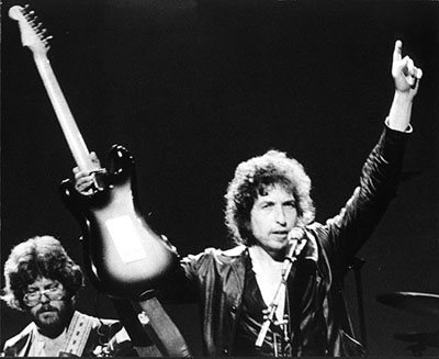 Bob Dylan, guitar and arms in the air (Palace Theater, Albany, NY, 1980)