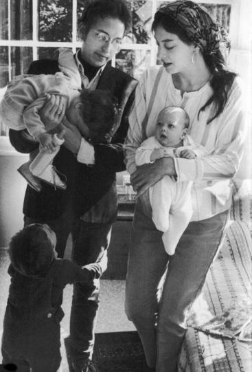Bob Dylan with wife Sara and children Anna, Jesse, and Sam, 1968