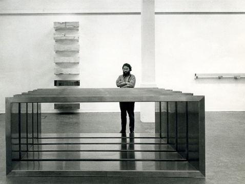 donald-judd-at-whitechapel-gallery-london-1970-photo-by-richard-einzig-2